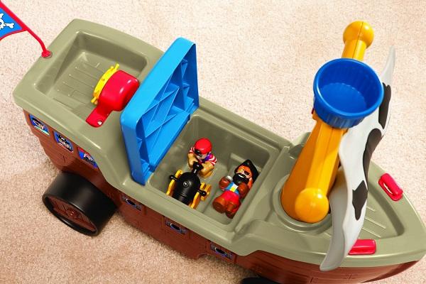 acheter porteur bateau pirate porteur little tikes. Black Bedroom Furniture Sets. Home Design Ideas