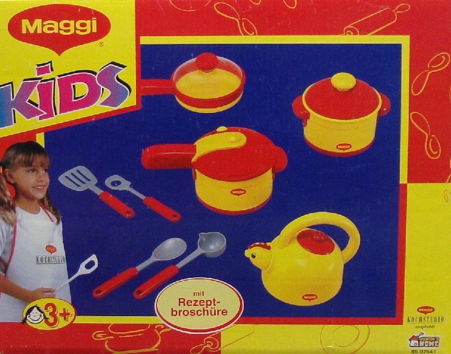 dinette enfant maggi avec casseroles et ustensiles de cuisine. Black Bedroom Furniture Sets. Home Design Ideas
